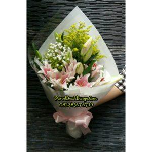 Handbouquet Lily Valentine 081283676719 Kode : PBB-BV-06