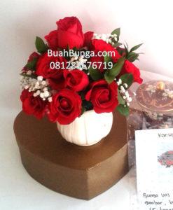 Bunga Vas Mawar Merah untuk Sahabat 081283676719